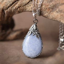 Collier sculpté agate blue lace « Attrape-givre »