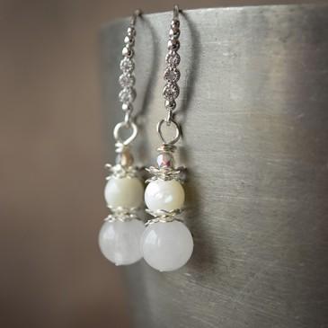 Boucles d'oreilles «Larmes de nacre» nacre et quartz blanc