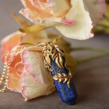 Collier sculpté lapis lazuli «La Branche d' éloquence»