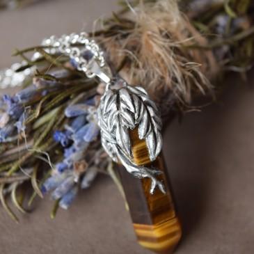 Collier sculpté oeil-de-tigre argent 925 «La Branche de protection»