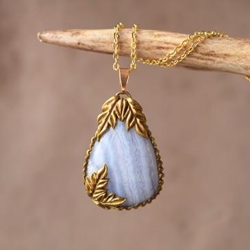 Pendentif sculpté doré «Agate Blue lace»